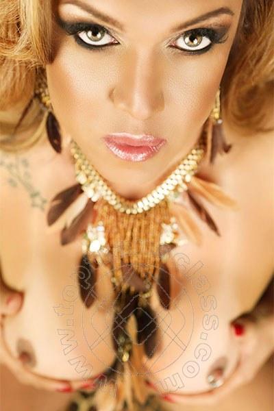 Giselle Hot  FERRARA 380 1510245